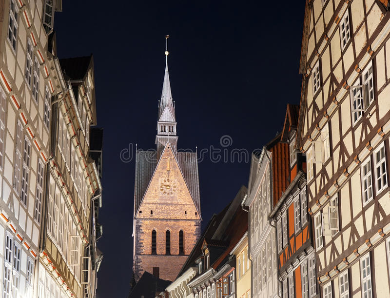 Cidade velha com a igreja do mercado em Hannover Alemanha imagens de stock royalty free