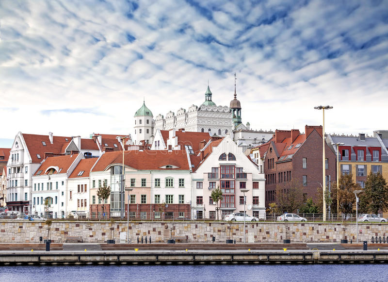 Cidade velha da cidade de Szczecin (Stettin), opinião do beira-rio, Polônia foto de stock royalty free