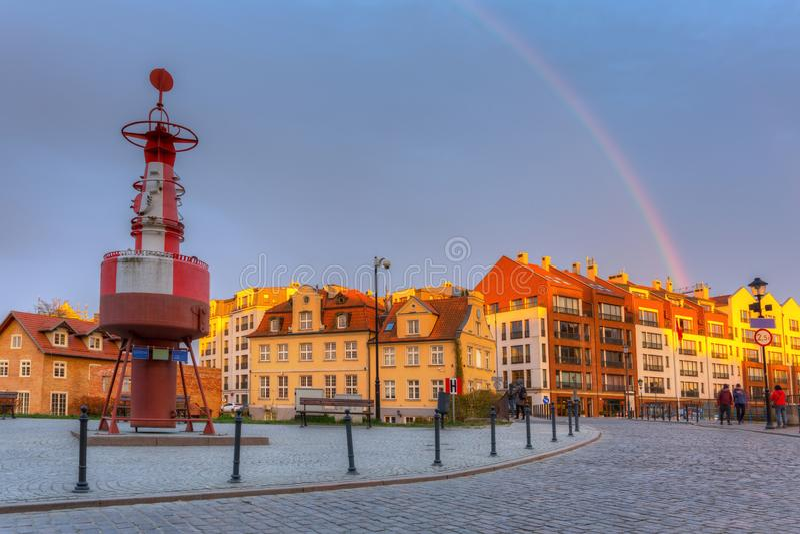 Cidade velha da cidade de Gdansk no por do sol com arco-íris bonito, Polônia foto de stock