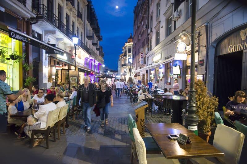 Cidade velha de Bucareste na noite, Romênia fotografia de stock royalty free