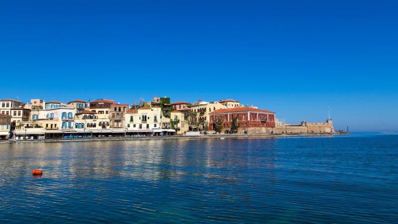 A cidade velha de Chania em Grécia, na costa fotografia de stock
