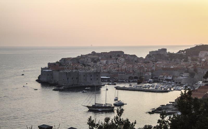 Cidade velha de Dubrovnik no por do sol fotografia de stock royalty free