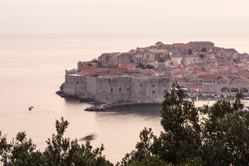 Cidade velha de Dubrovnik no por do sol fotos de stock