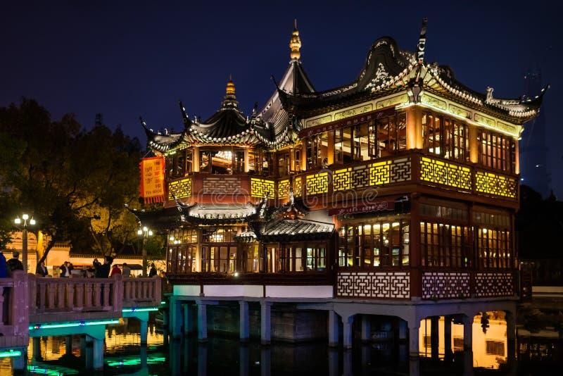 Cidade velha de Fang Bang Zhong Lu na porcelana de shanghai da noite imagem de stock royalty free