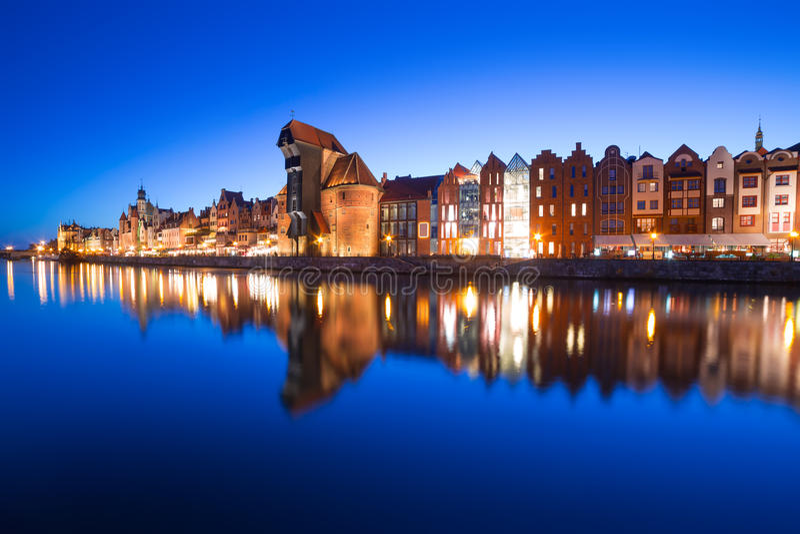 Cidade velha de Gdansk na noite imagens de stock