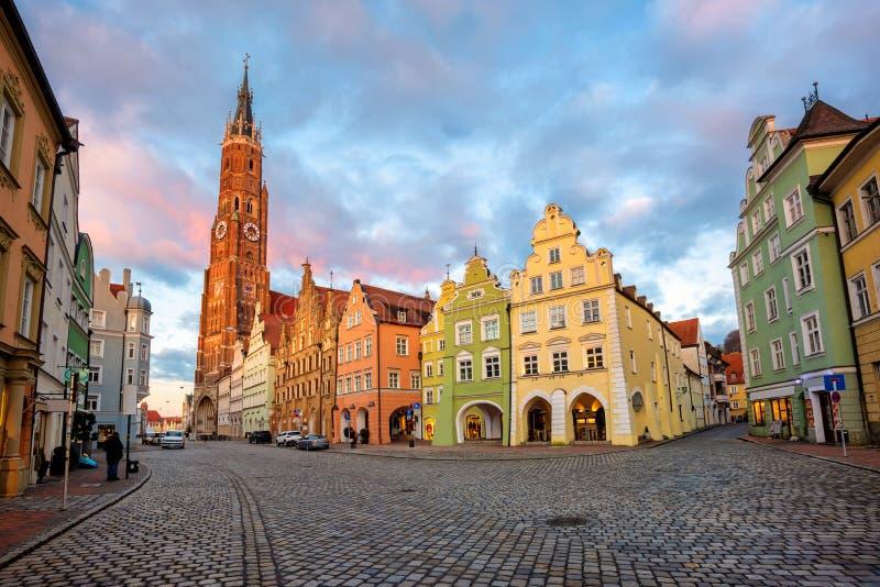 Cidade velha de Landshut, Baviera, Alemanha, casas medievais do estilo gótico colorido tradicional imagem de stock