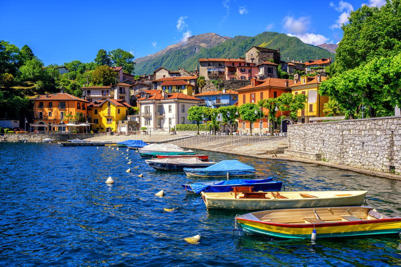 Cidade velha de Mergozzo, Lago Maggiore, Itália foto de stock
