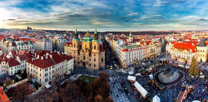 Cidade velha de Praga, república checa Vista na igreja de Tyn e no janeiro H foto de stock royalty free