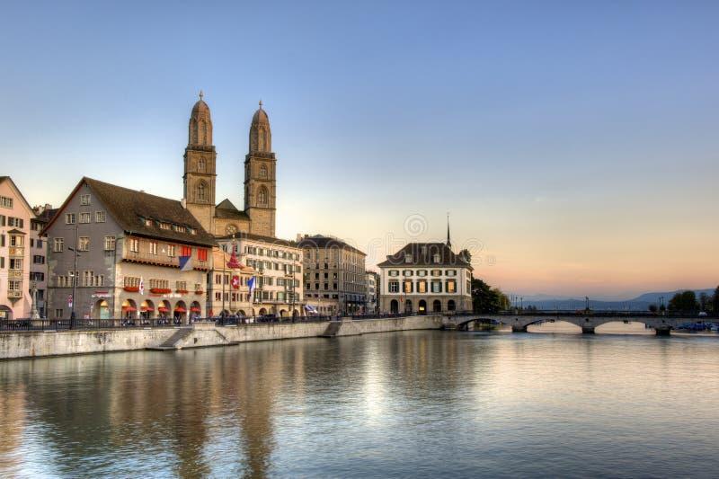 Cidade velha de Zurique no por do sol imagens de stock royalty free