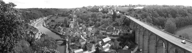 A cidade velha Dinan (Brittany, France) foto de stock royalty free