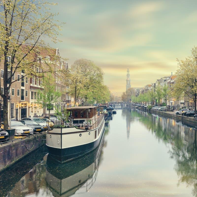 Cidade velha do distrito de Amsterdão Rossebuurt imagens de stock
