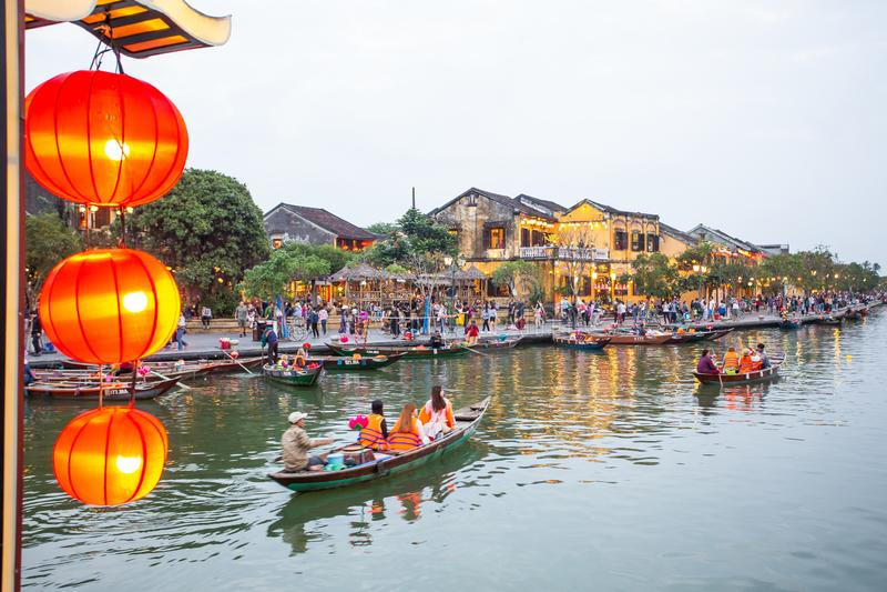 Cidade velha do tiro da noite de Hoi An vietnam fotografia de stock