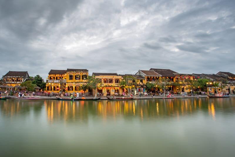Cidade velha do tiro da noite de Hoi An vietnam foto de stock