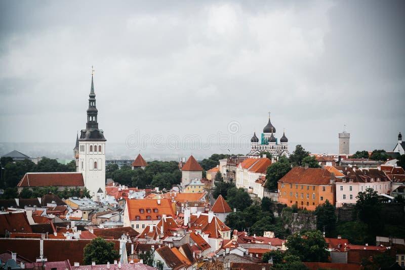 Cidade velha em Estônia de um ponto de vista imagem de stock royalty free