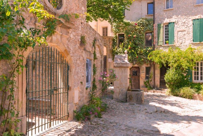 Cidade velha em provence imagens de stock