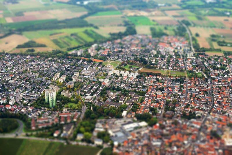 A cidade velha encontra a cidade nova imagem de stock