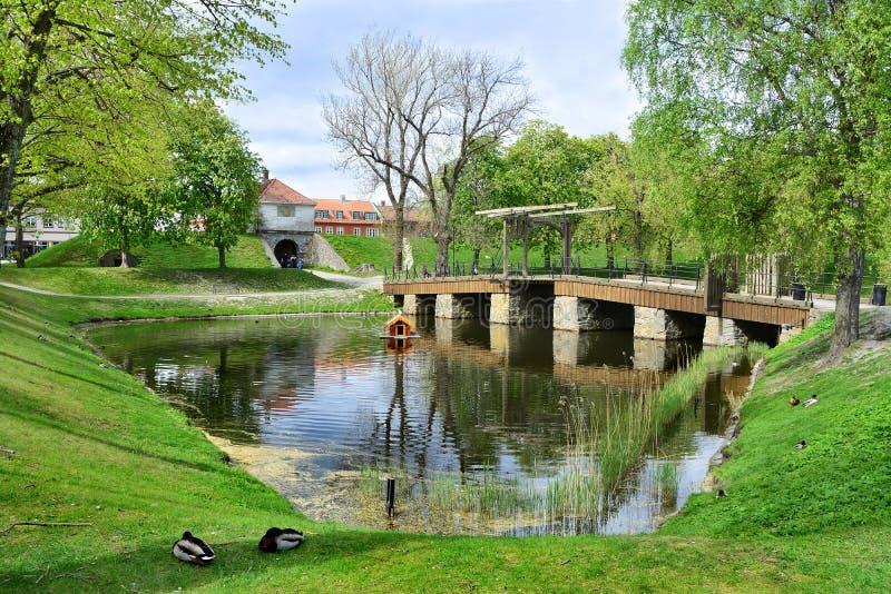 Cidade velha Gamlebyen Fredrikstad, Noruega Ponte imagens de stock