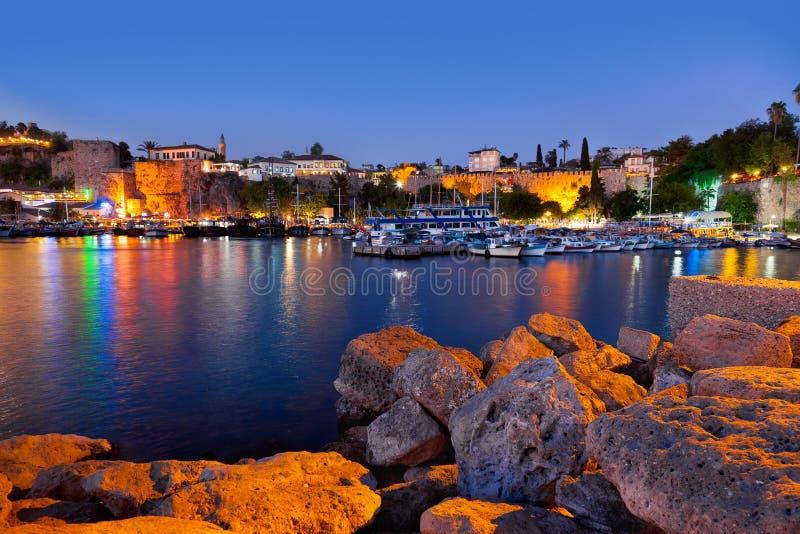 Cidade velha Kaleici em Antalya, Turquia na noite imagens de stock