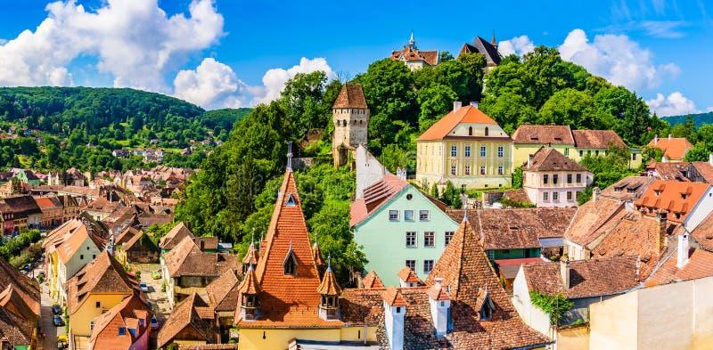 Cidade velha medieval Sighisoara no condado de Mures, a Transilvânia, Romênia fotos de stock royalty free