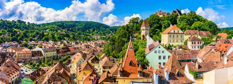 Cidade velha medieval Sighisoara no condado de Mures, a Transilvânia, Romênia fotografia de stock royalty free