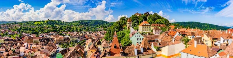 Cidade velha medieval Sighisoara no condado de Mures, a Transilvânia, Romênia imagem de stock