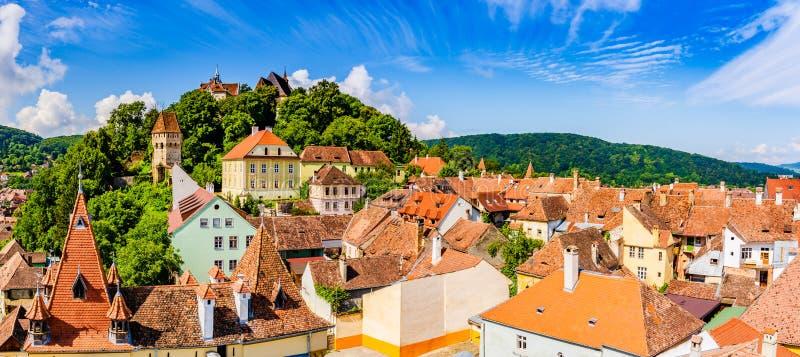 Cidade velha medieval Sighisoara no condado de Mures, a Transilvânia, Romênia foto de stock royalty free
