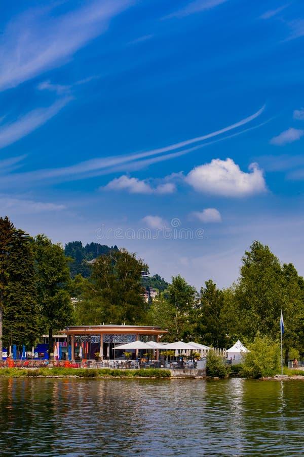 Cidade Verkehrshaus Lido no lago lucerne fotografia de stock