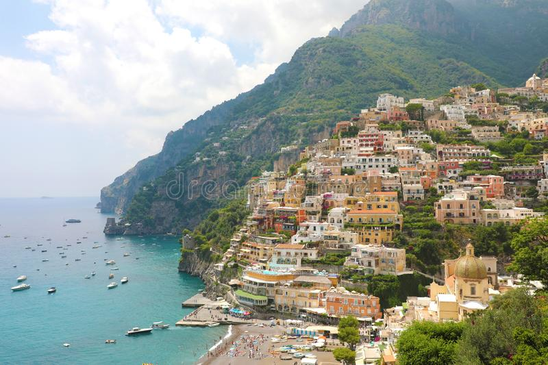 Cidades costeiras bonitas de Itália - Positano cênico no coa de Amalfi foto de stock royalty free