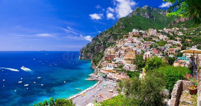 Cidades costeiras bonitas de Itália - Positano cênico no coa de Amalfi imagens de stock royalty free