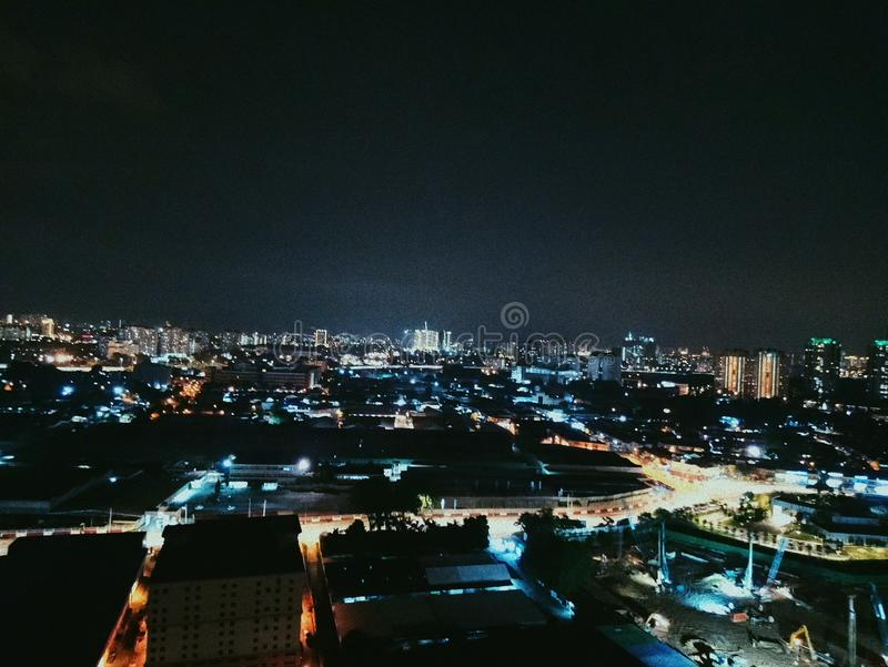 Cidades na noite fotos de stock