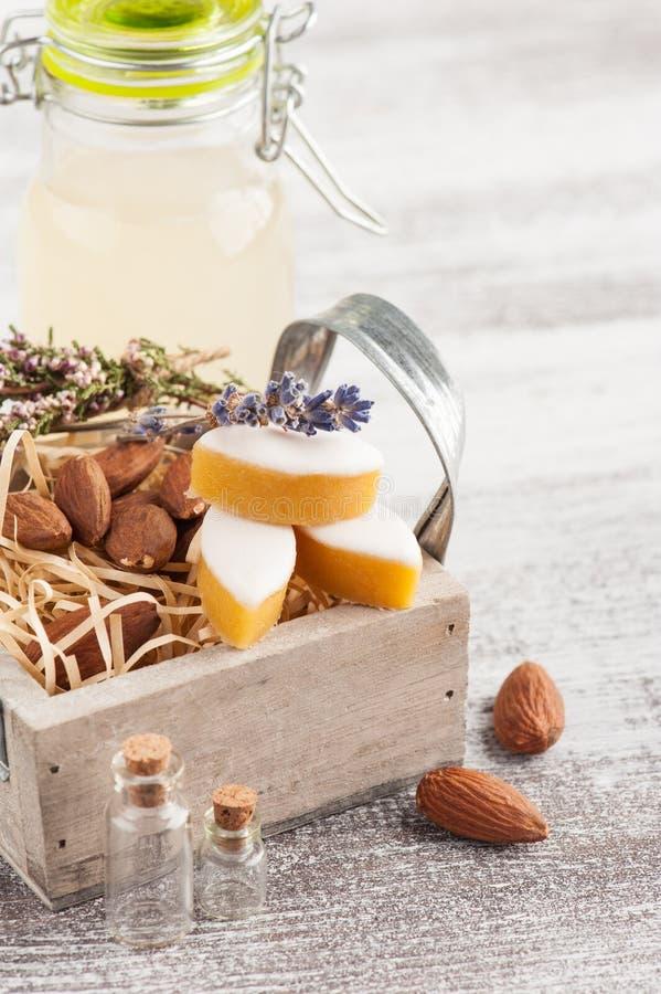 Cidre et bonbons de pomme faits maison image stock
