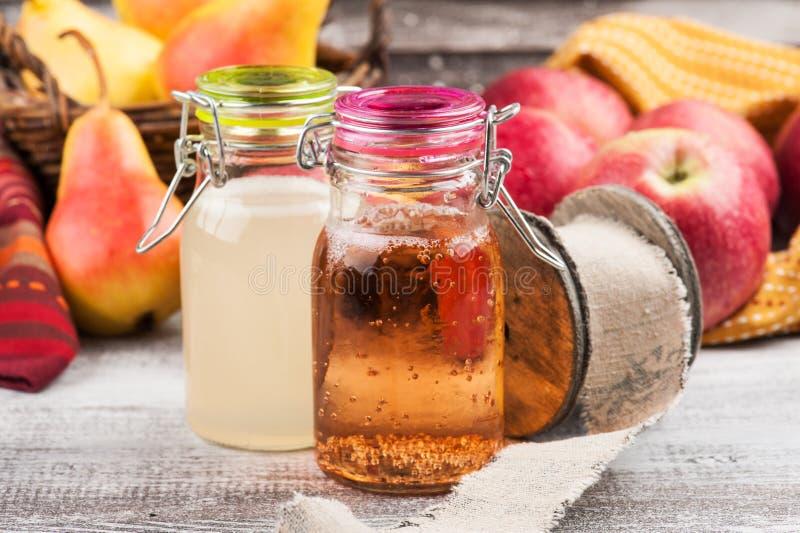 Cidre fait maison de poire de pomme image libre de droits