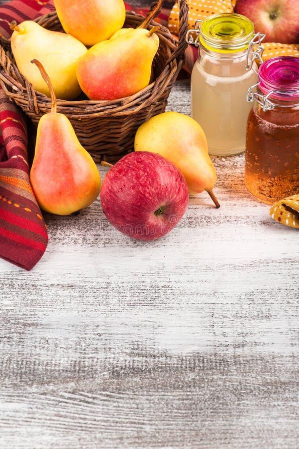 Cidre fait maison de poire de pomme photos stock