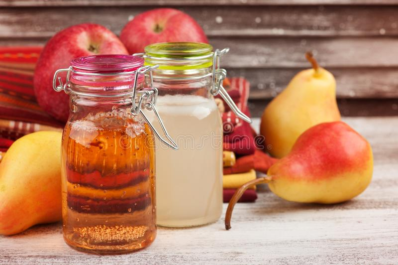 Cidre fait maison de poire de pomme photo stock