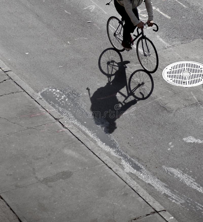 Cień cyklista zdjęcia stock