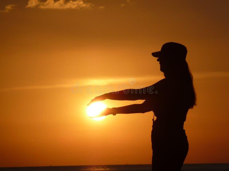 Cień dziewczyna w słońcu zdjęcia royalty free