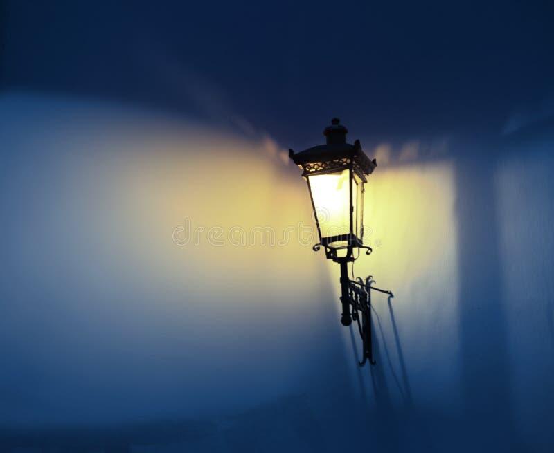 Cień i światło na ścianie fotografia stock