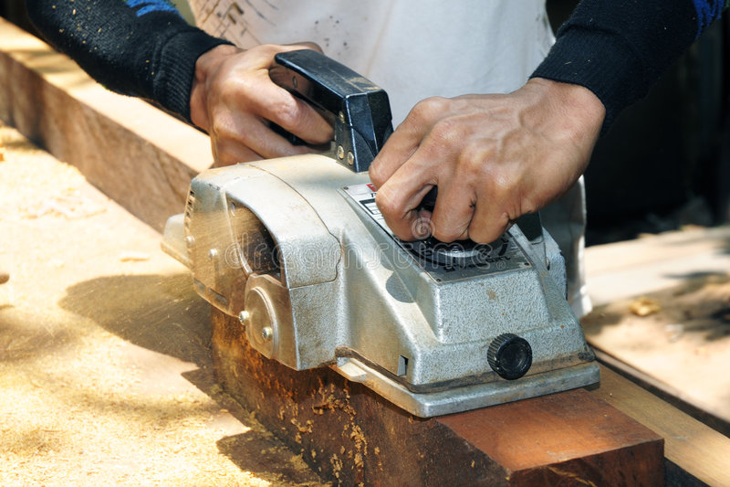 cieśli sander używać drewno obraz stock