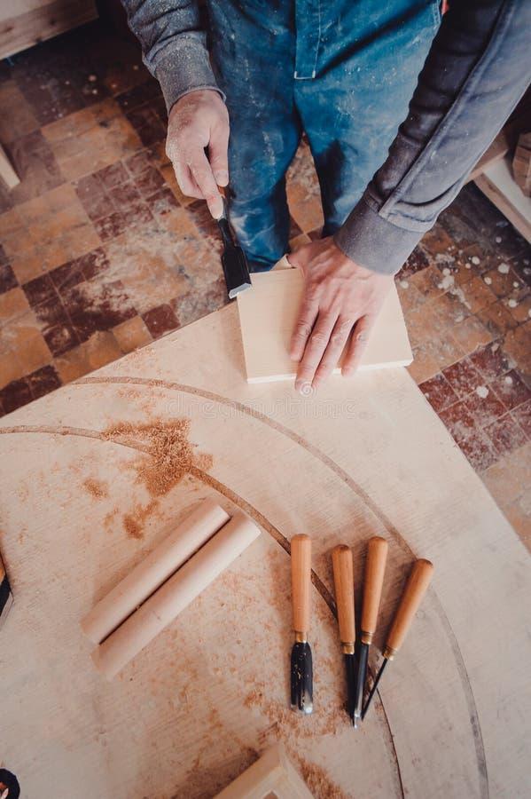 cieśli use ścinak kształty drewniana deska obrazy royalty free