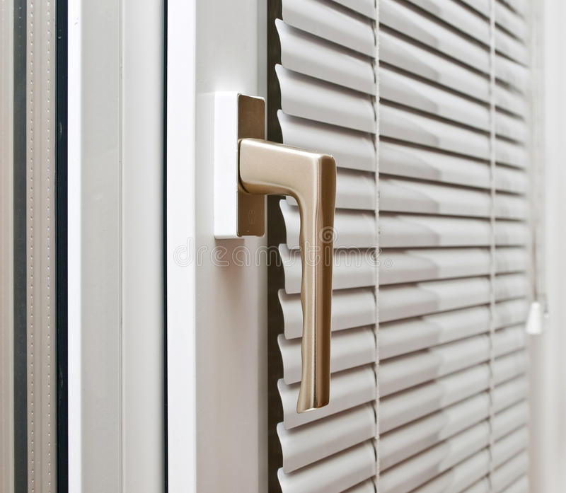 Finestre geometriche fotografia stock immagine di moderno for Stock finestre pvc