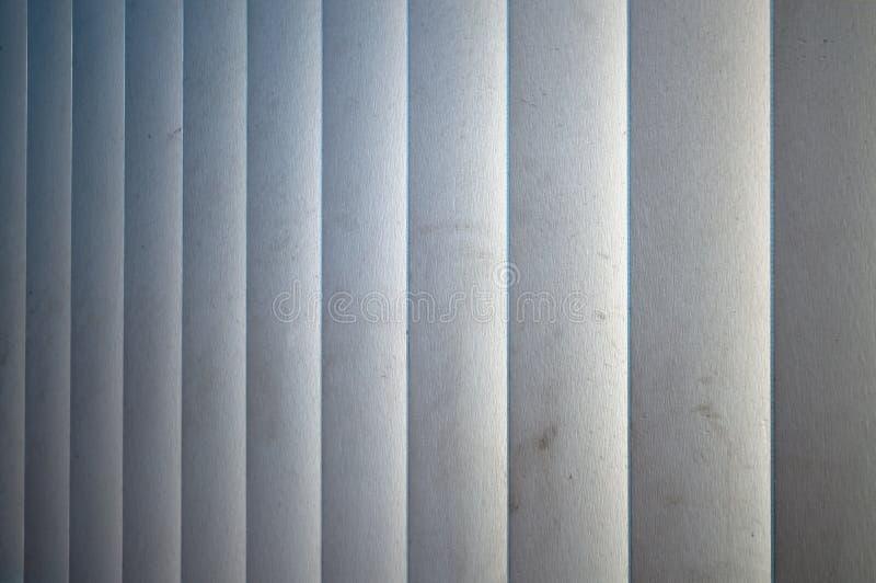 Ciechi di legno bianchi verticali fotografia stock