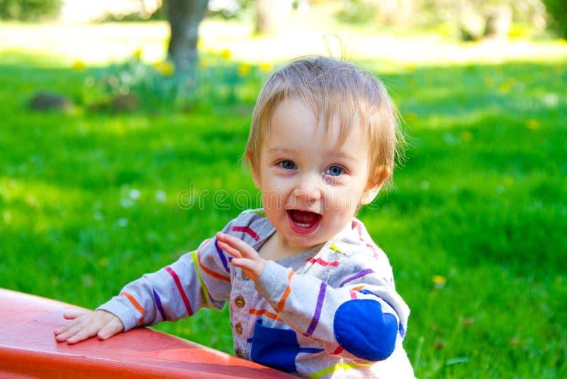 Ciekawa Jeden roczniak chłopiec zdjęcie royalty free