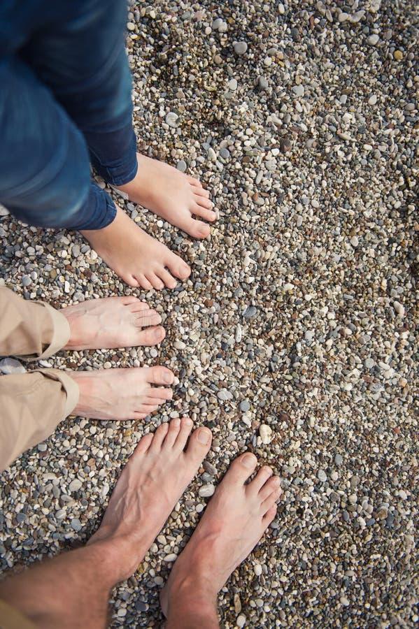 Cieki ojcują, matka i dziecko na seashore 8642 zdjęcia royalty free