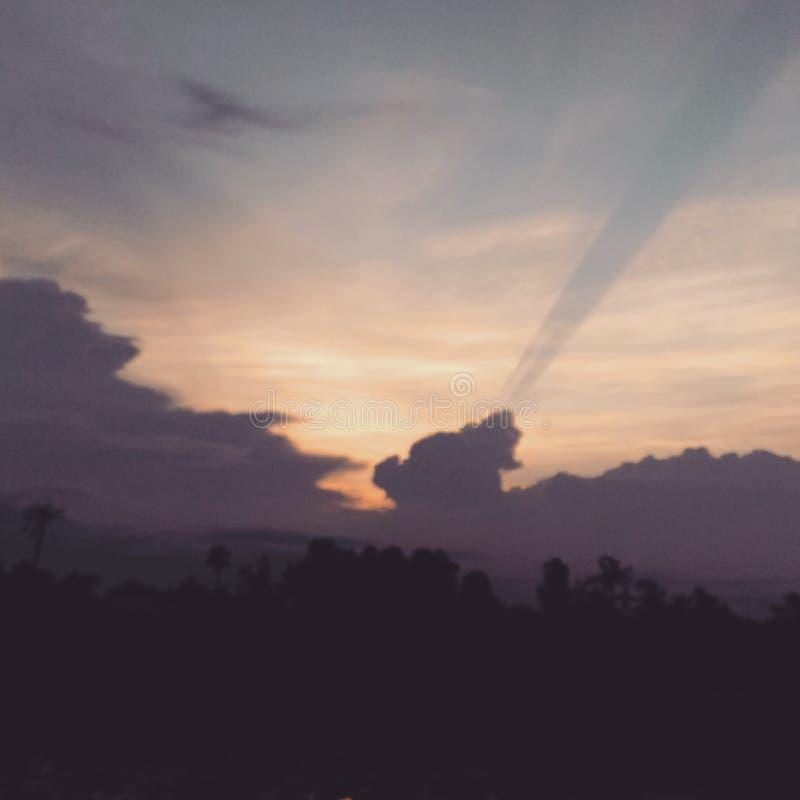 Ciel à midi photographie stock libre de droits