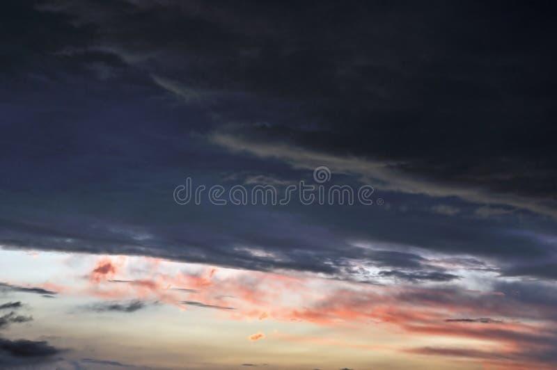 ciel au coucher du soleil images stock