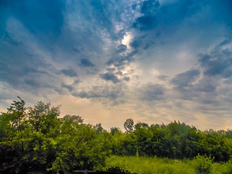 Ciel avant la tempête image stock