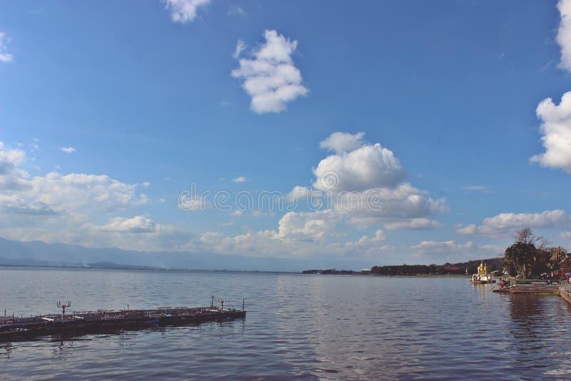 Ciel avec de l'eau photographie stock