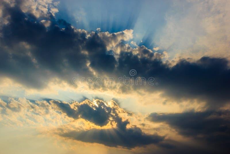 Ciel avec le nuage noir photographie stock libre de droits