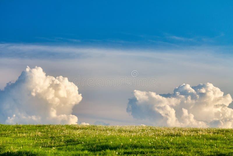 Ciel avec nuages à l'horizon photographie stock