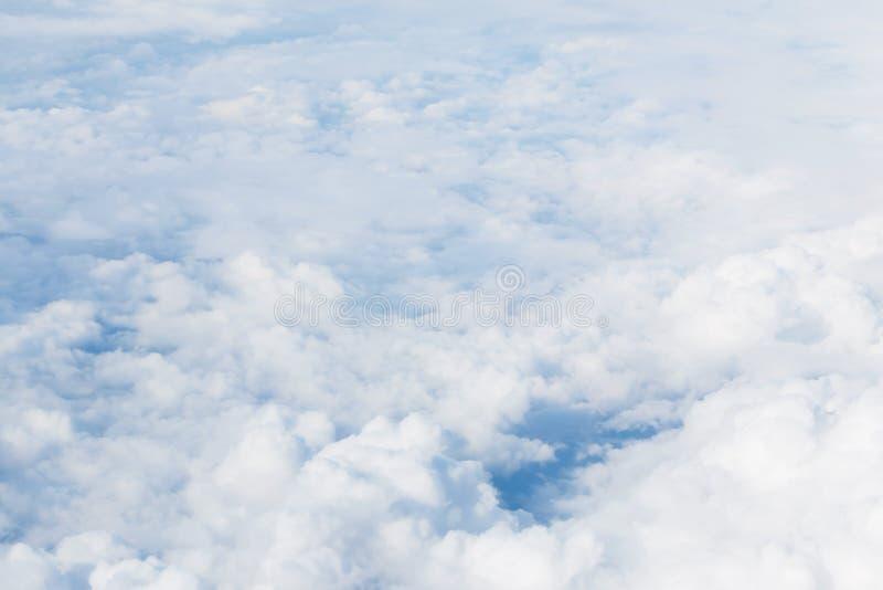 Ciel avec pelucheux photographie stock